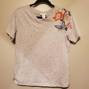 Embroidered shoulder t shirt